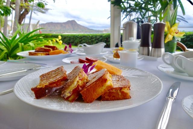 ハワイ挙式の際、宿泊ホテルの朝食を付けるべきか、付けなくても大丈夫か