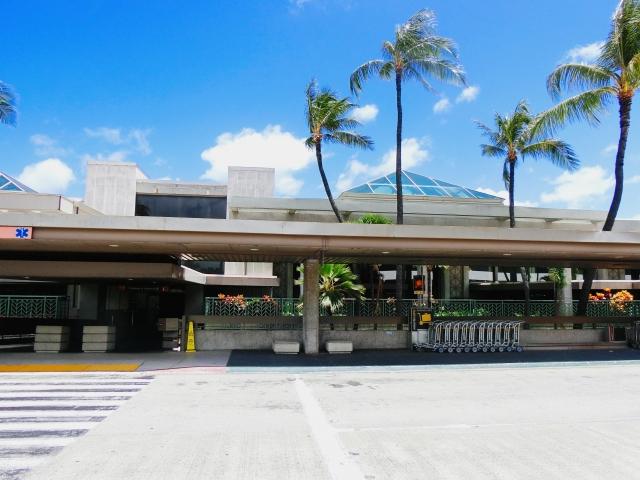 ホノルル・ダニエル.K.イノウエ国際空港は個人用出口と団体用出口が別で間違えた